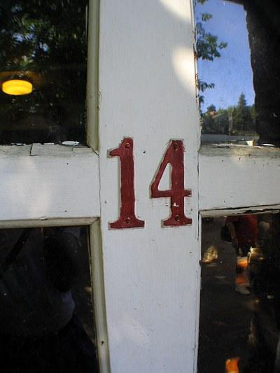 Le compteur Number-14-door